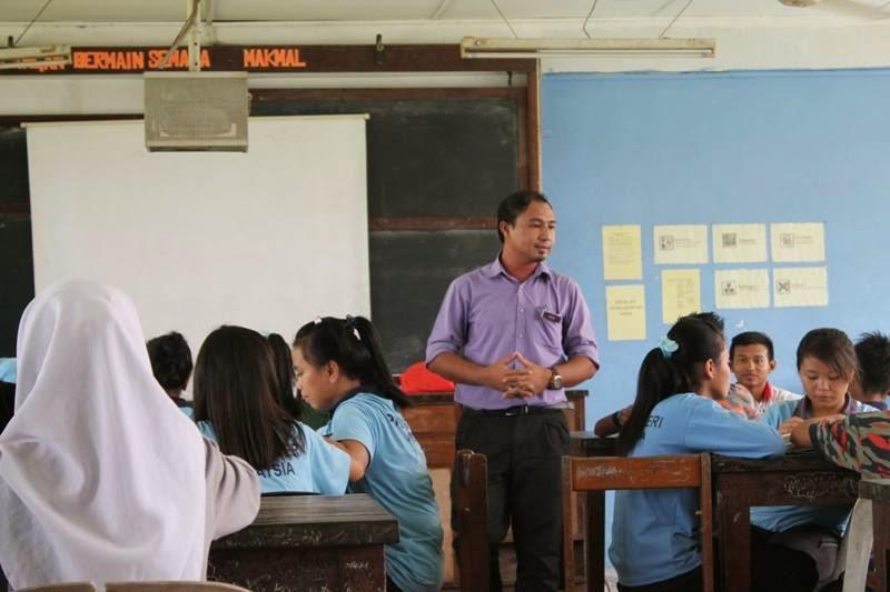 Cikgu Hailmi semasa PLC Peer Coaching di SMK Bawang Assan
