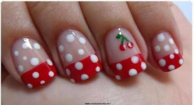 Uñas decoradas  como una fresa , lindas delicadas