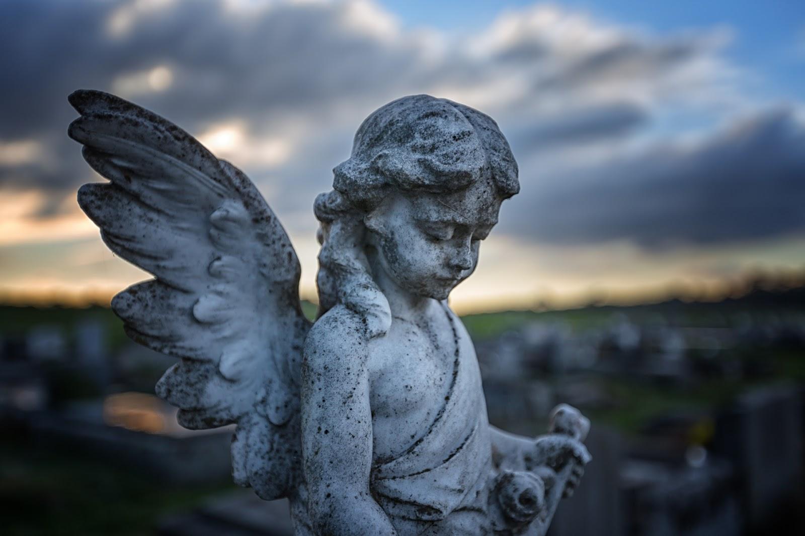 grave statue daylesford cemetery