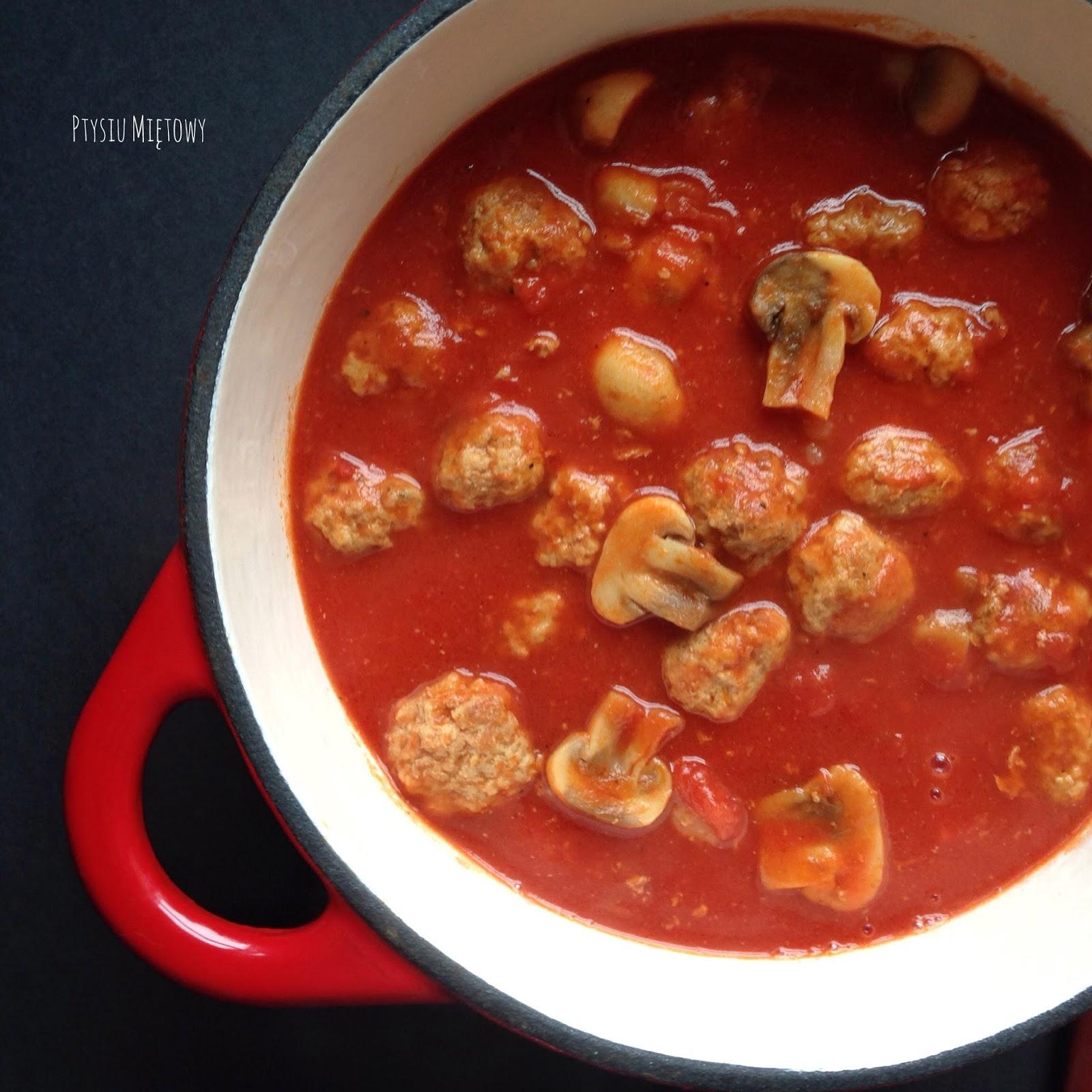 Klopsiki mielone z pieczarkami w sosie pomidorowym, ptysiu mietowy
