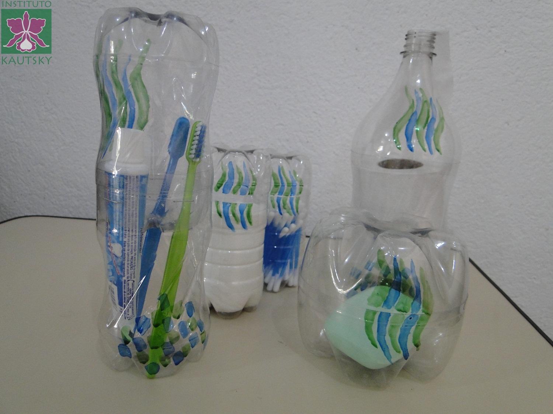 #274168 Blog do Instituto Kautsky: Kit para banheiro feito com garrafas PET 1500x1125 px Banheiro Reciclado 1963