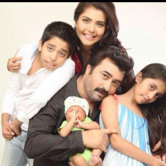 Nida Yasir Family pics
