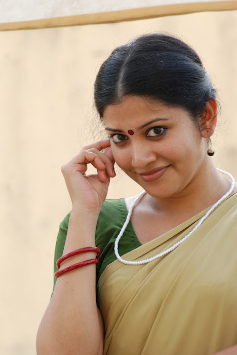 shivada nair half saree @ nedunchalai movie glamour  images