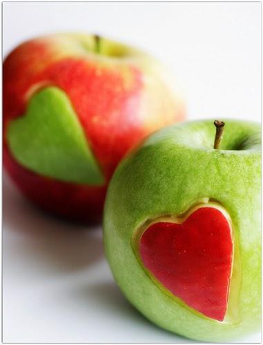Manzanas adornadas para San Valentín en Recicla Inventa