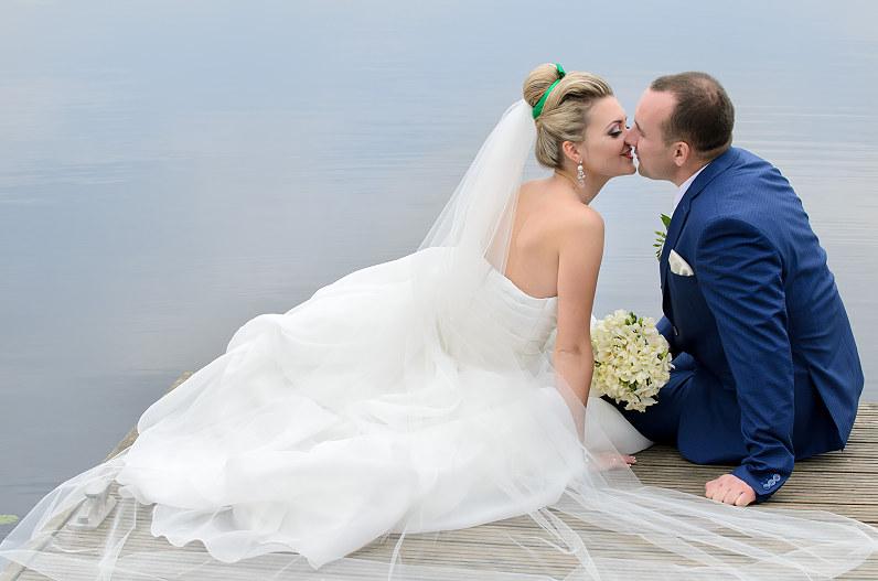 vestuvių fotosesija prie vandens