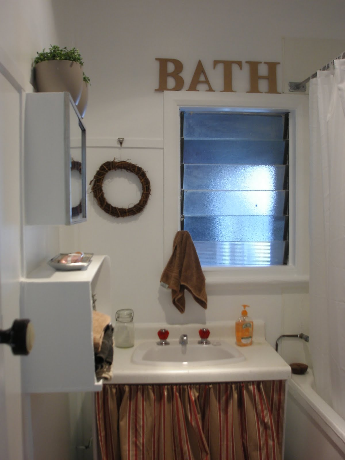 thom haus handmade a low cost bathroom makeover