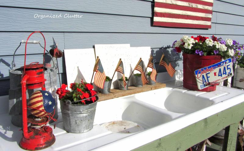 Outdoor Holiday Junk Vignette www.organizedclutterqueen.blogspot.com