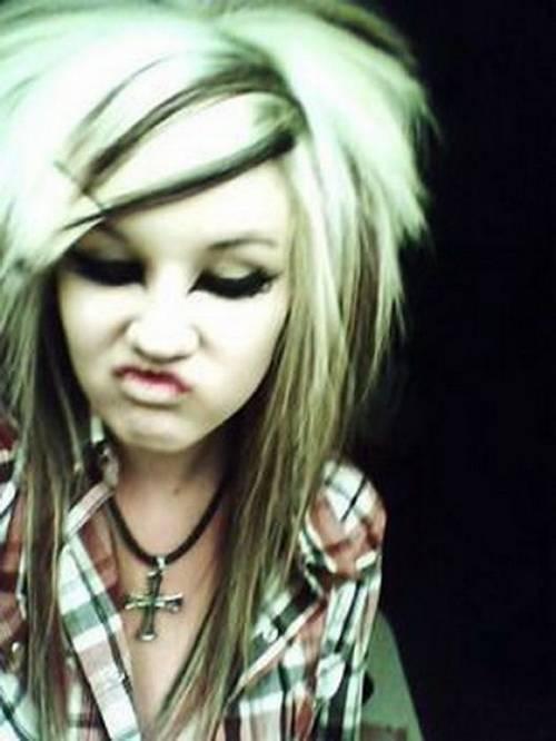 http://4.bp.blogspot.com/-Qu1QQIpQKKU/TtCNyqbuT-I/AAAAAAAAB8U/QeCTHnhYSA4/s1600/cute+emo+girl+for+fb+profile+pic.jpg