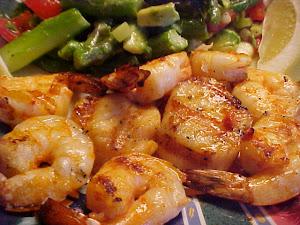 Délicieuse recette de pétoncles et crevettes grillés sur le bbq