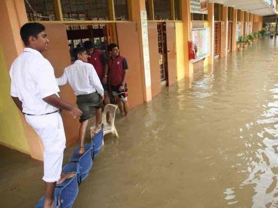 Banjir di sekolah kat Klang