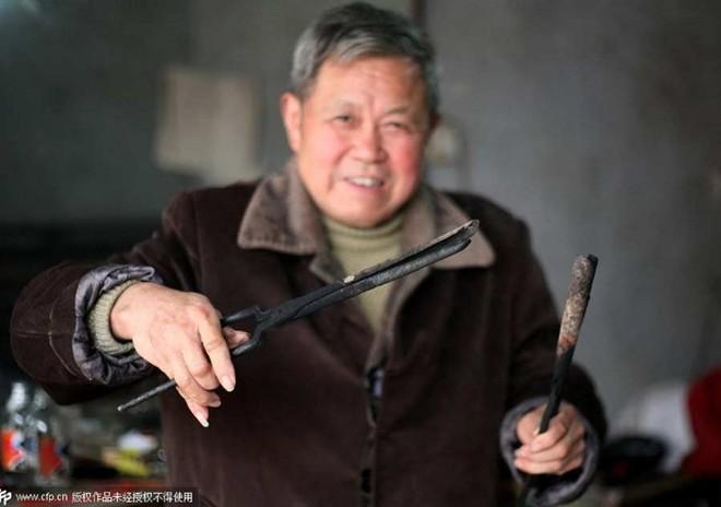 Nghề cắt tóc bằng kẹp sắt nóng ở Trung Quốc 4