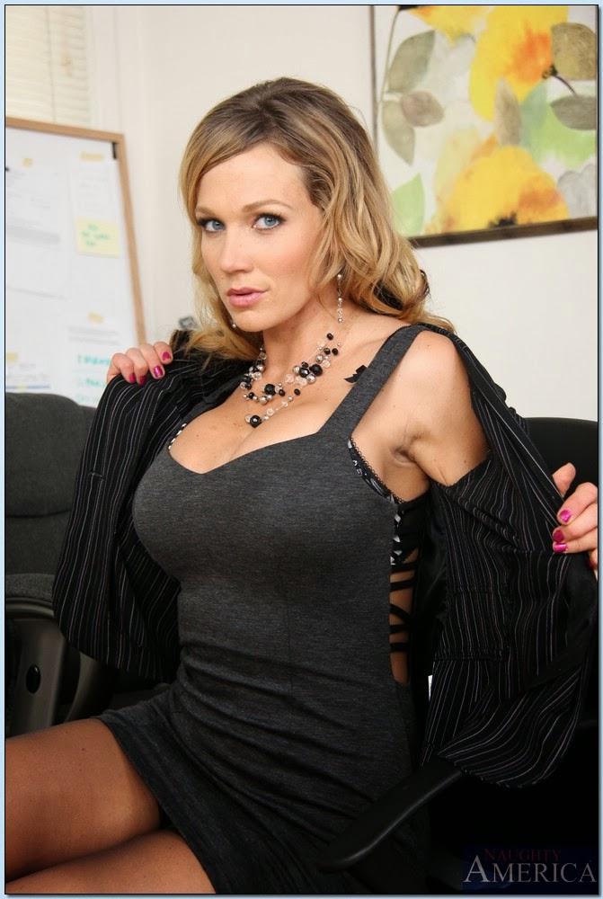 Pornstar Reviews: Nikki Sexx: Naughty Office