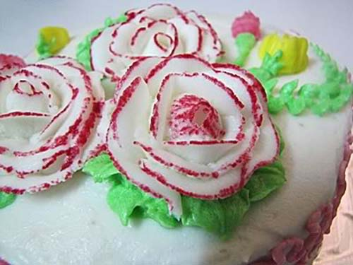 flower decoration from buttercream icing