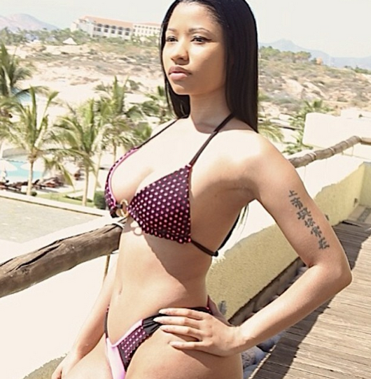Photos: Nicki Minaj shows off hot bikini body...