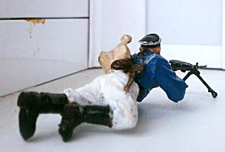 Морской пехотинец пулемётчик вид сзади