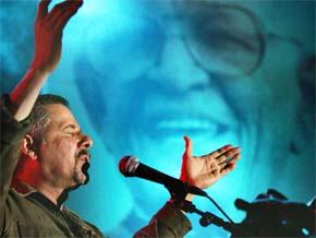 El cantautor Manuel Jiménez rindió un homenaje a Juan Bosch