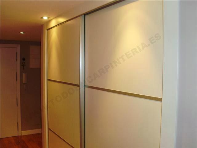 Puertas correderas de armario blancas japonesas