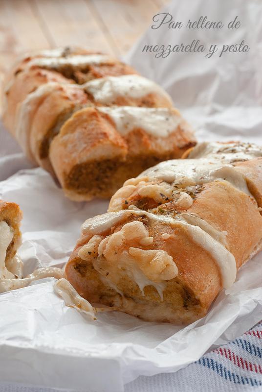 pan relleno de mozzarella y pesto
