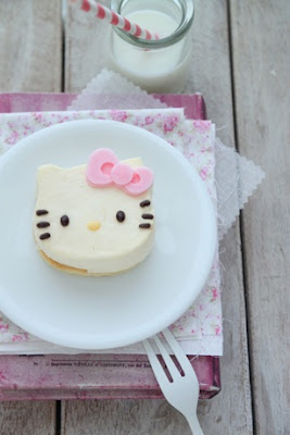 Elegant Hello Kitty Cake