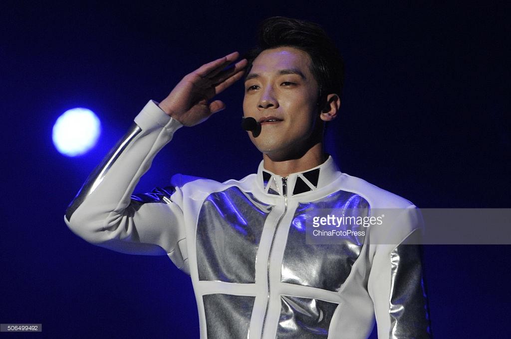 http://4.bp.blogspot.com/-Qv4NtARHtoI/VqXRU_0MTSI/AAAAAAABQxA/YKDPmWLhk30/s1600/south-korean-singer-rain-performs-onstage-during-his-concert-the-picture-id506499492.jpg