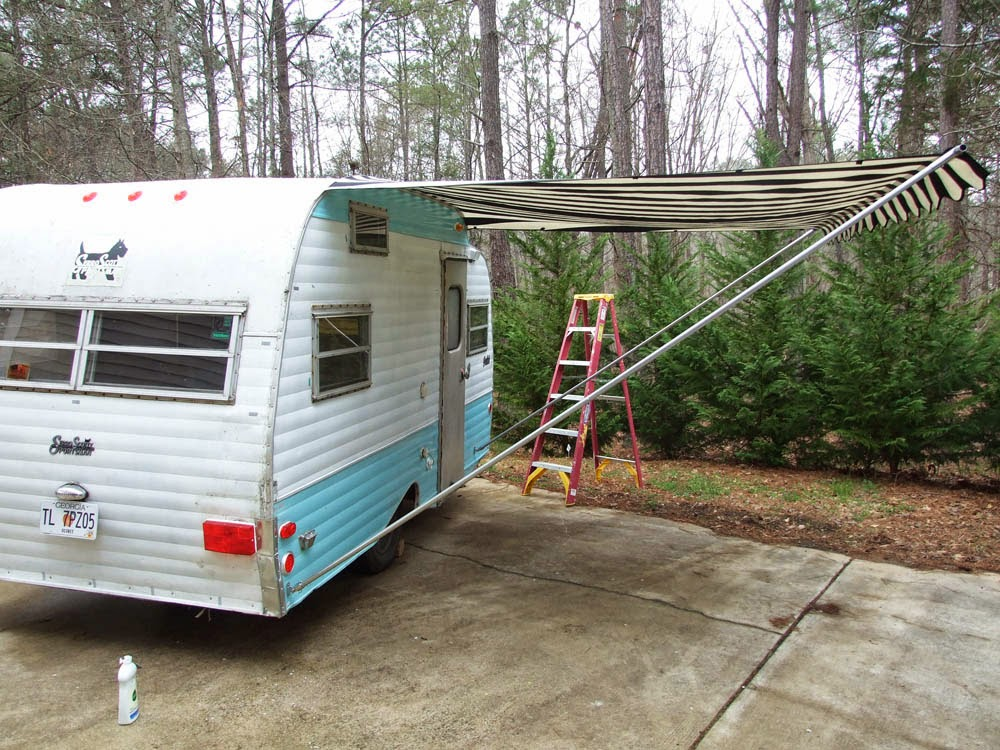 On To The Awning Now This Is Another One Of Those Things We Didnt Stick Tradition Usually Vintage Travel Trailers Have Rope And Pole Awnings
