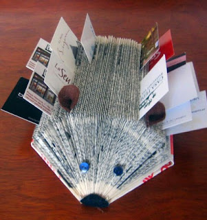 http://manualidades.kukissim.com/erizo-porta-tarjetas/