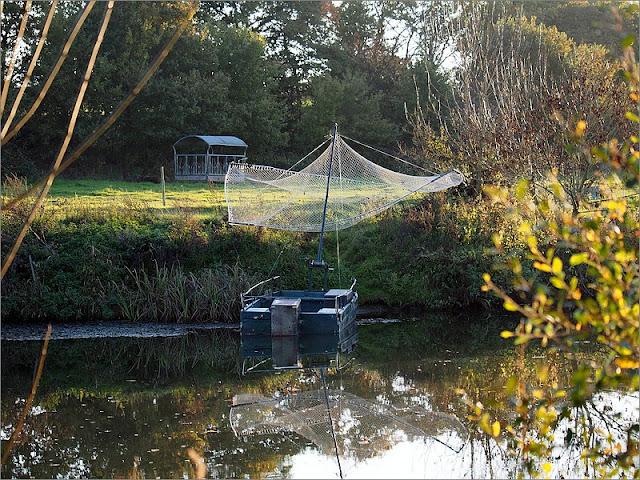Bâteaux de pêche au carrelet au  Pont de Painfaut, à Avessac