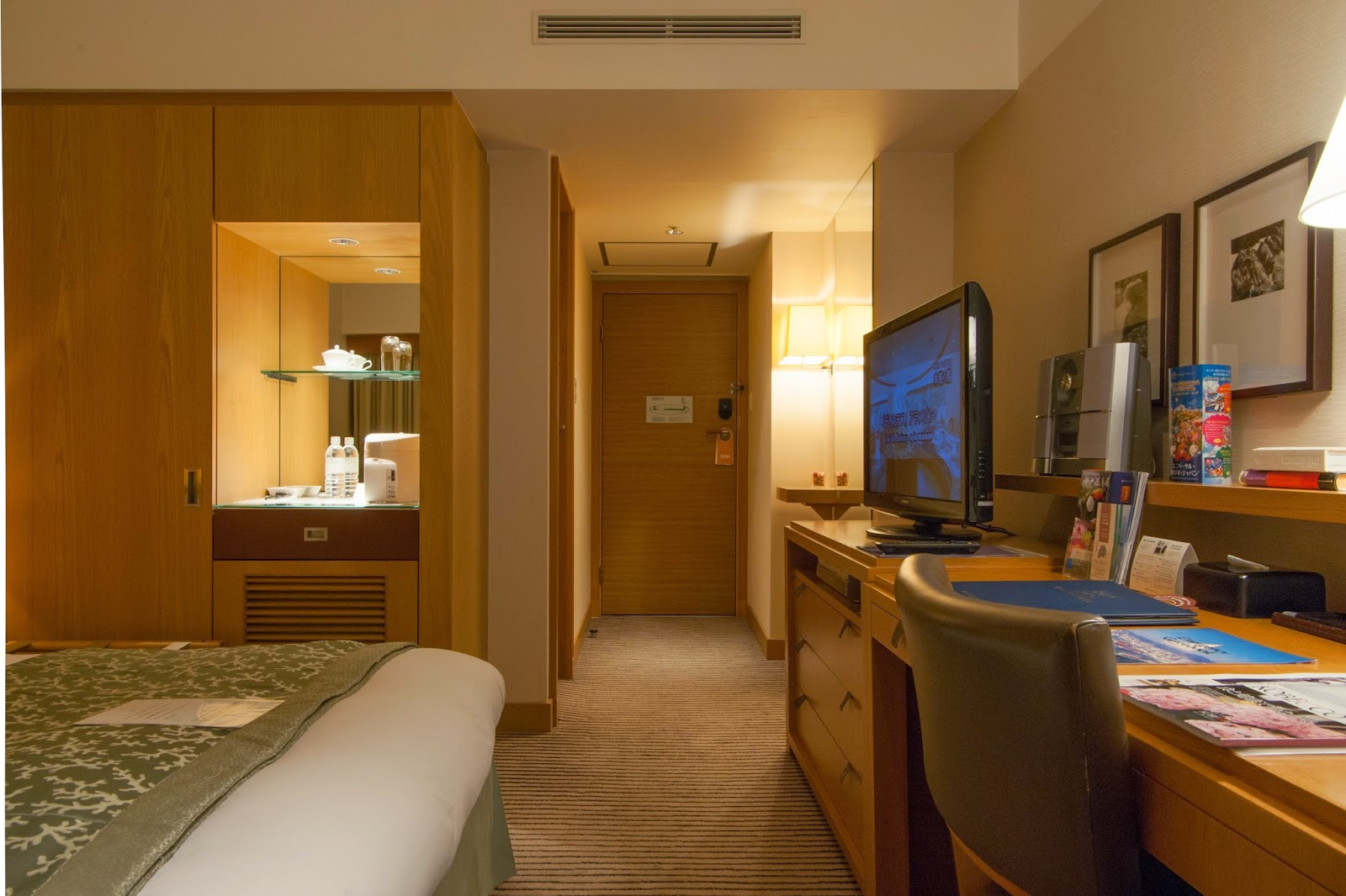 Hair Dryer Internet Access Satellite Cable TV Shower Television Wireless Fasilitas Hotel Spa Massage Bar Resto