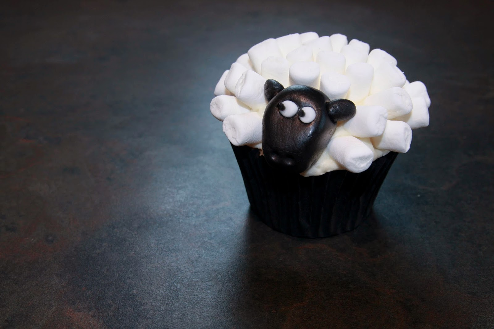 12 Sheep cupcakes - cinnamon cupcakes filled with apple puree and topped with maple syrup buttercream and mini marshmallows
