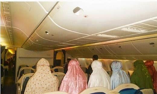 Foto Dalam Pesawat Foto Pilot Dan Kru Pesawat