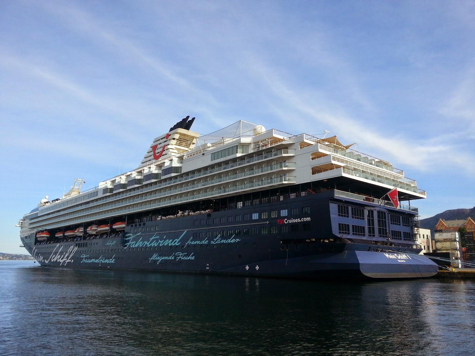 Cruise Ship Mein Schiff 1 in Bergen