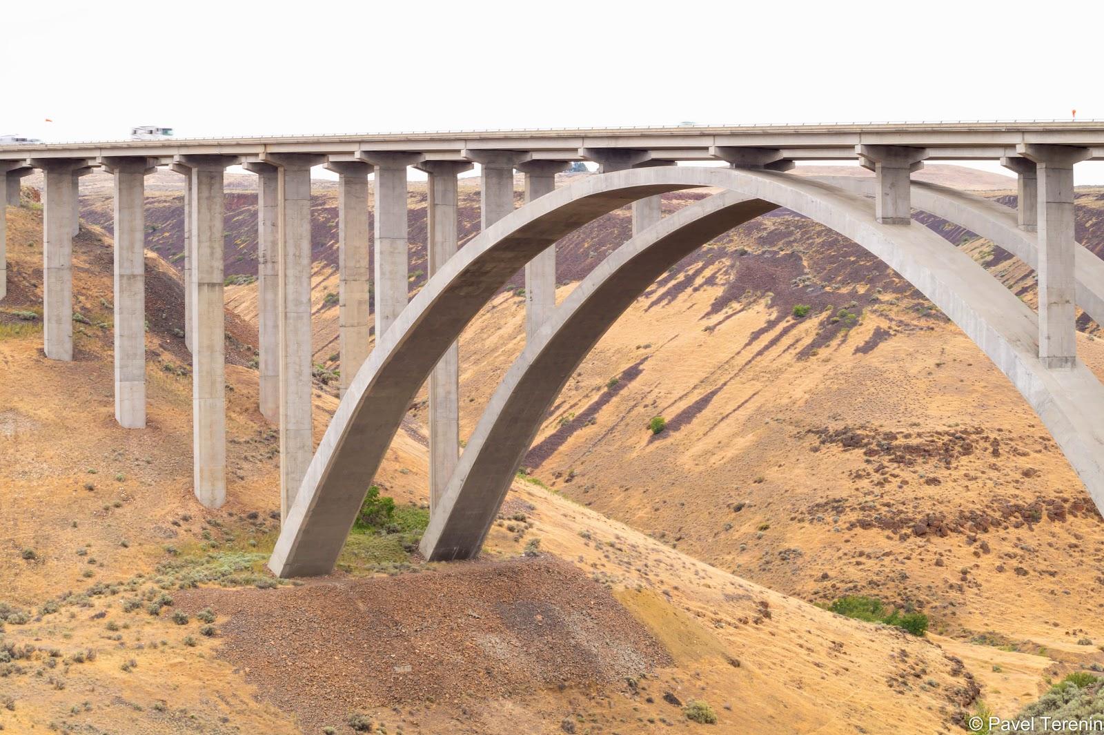 На подъезде к Якиме пересекаем мост через каньон Села-Крик