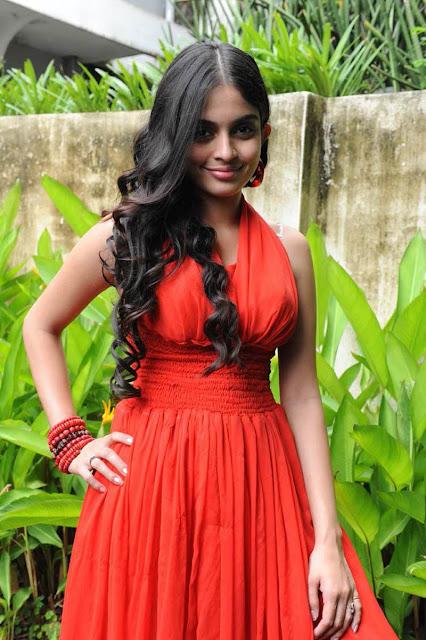 http://4.bp.blogspot.com/-QwY3G1J85Is/Tlc72emha9I/AAAAAAAAQIM/I_G5wDcRqpI/s1600/Sheena-latest-hot-stills-011.JPG