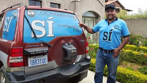 El concejal Rodriguez haciendo campaña por el Si