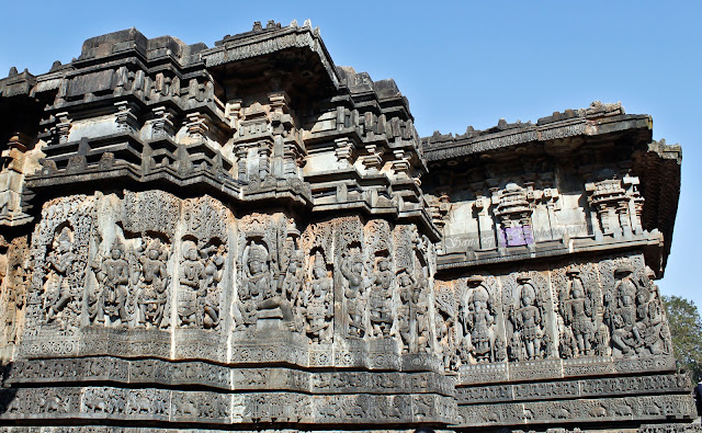 Series of sculptures on the walls of the temple, leaving behind no space untouched