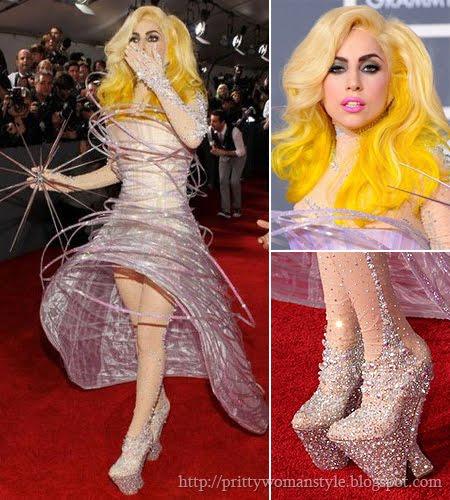 Лейди Гага рокля с обръчи
