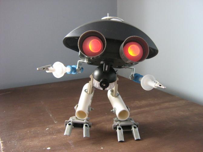 Materiales Para Un Robot Con Material Reciclado