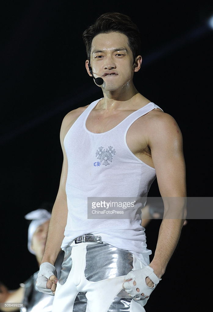 http://4.bp.blogspot.com/-QxJA71dIwrE/VqXRBDYznfI/AAAAAAABQsk/RJK--TEckpY/s1600/south-korean-singer-rain-performs-onstage-during-his-concert-the-picture-id506499236.jpg