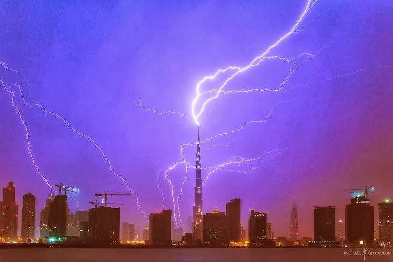 Bienvenidos al nuevo foro de apoyo a Noe #272 / 03.07.15 ~ 09.07.15 - Página 5 Un+rayo+cae+en+la+torre+rascacielos+mas+alta+de++Dubai+...Imagen+captada+por+Michael+Shainblum.