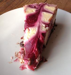Tarta marmoleada de queso, chocolate y frambuesa, receta
