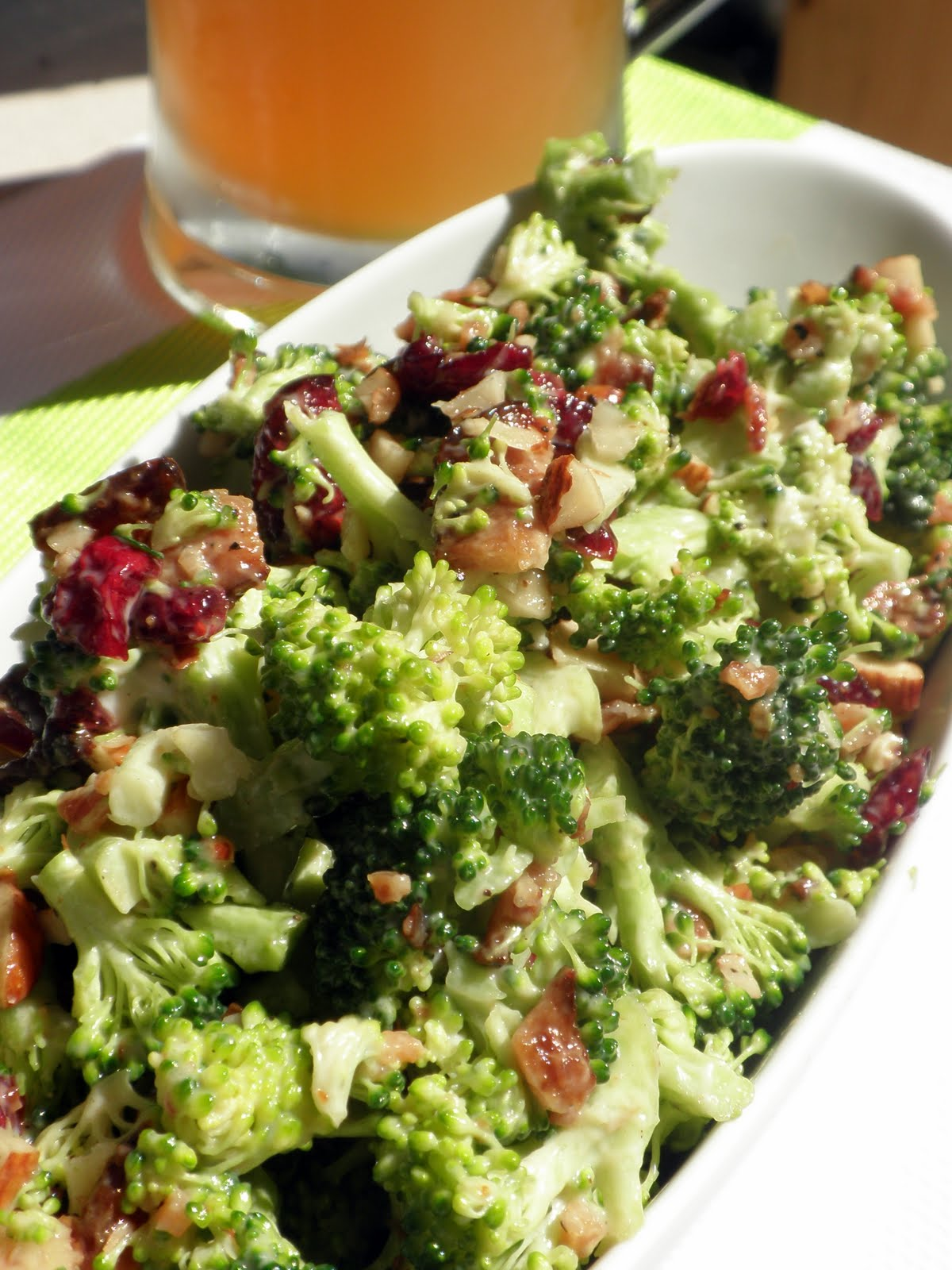 Le march de sophie salade de brocoli canneberges et amandes for Eliminer les vers des salades