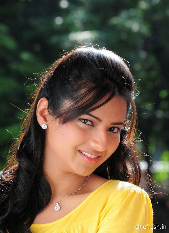 Isha Chawla New Cute Stills Isha chawla Beautiful Photos unseen pics