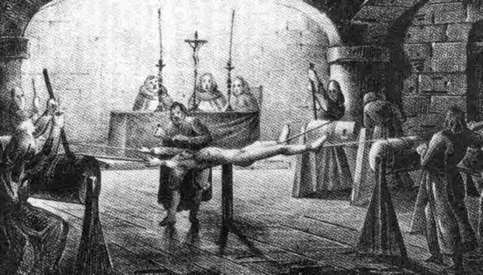 Ilustração de uma das técnicas de tortura para identificar Bruxas