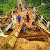Jembatan Akses Warga Desa Cibadak Amblas Akibat Luapan Kali
