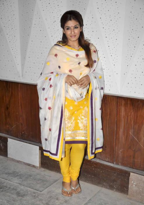 Raveena Tandon in  Kids Show, Raveena Tandon in Yellow Tight Churidar Dress