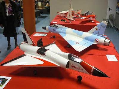 En primer terme dos models de Mirage d'en Josep Ribé i Arisa.