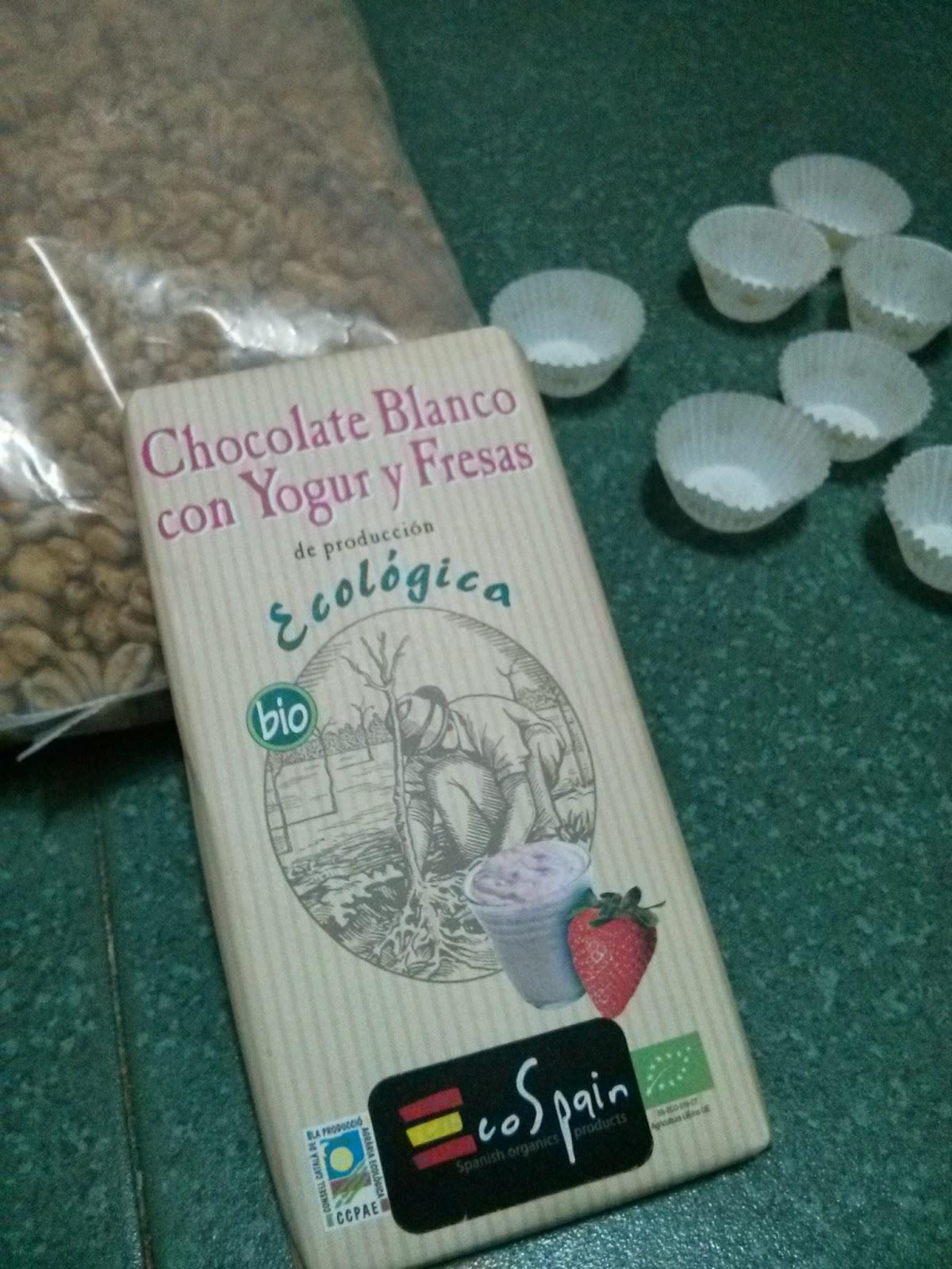 Bombones de chocolate blanco con yogur y fresas