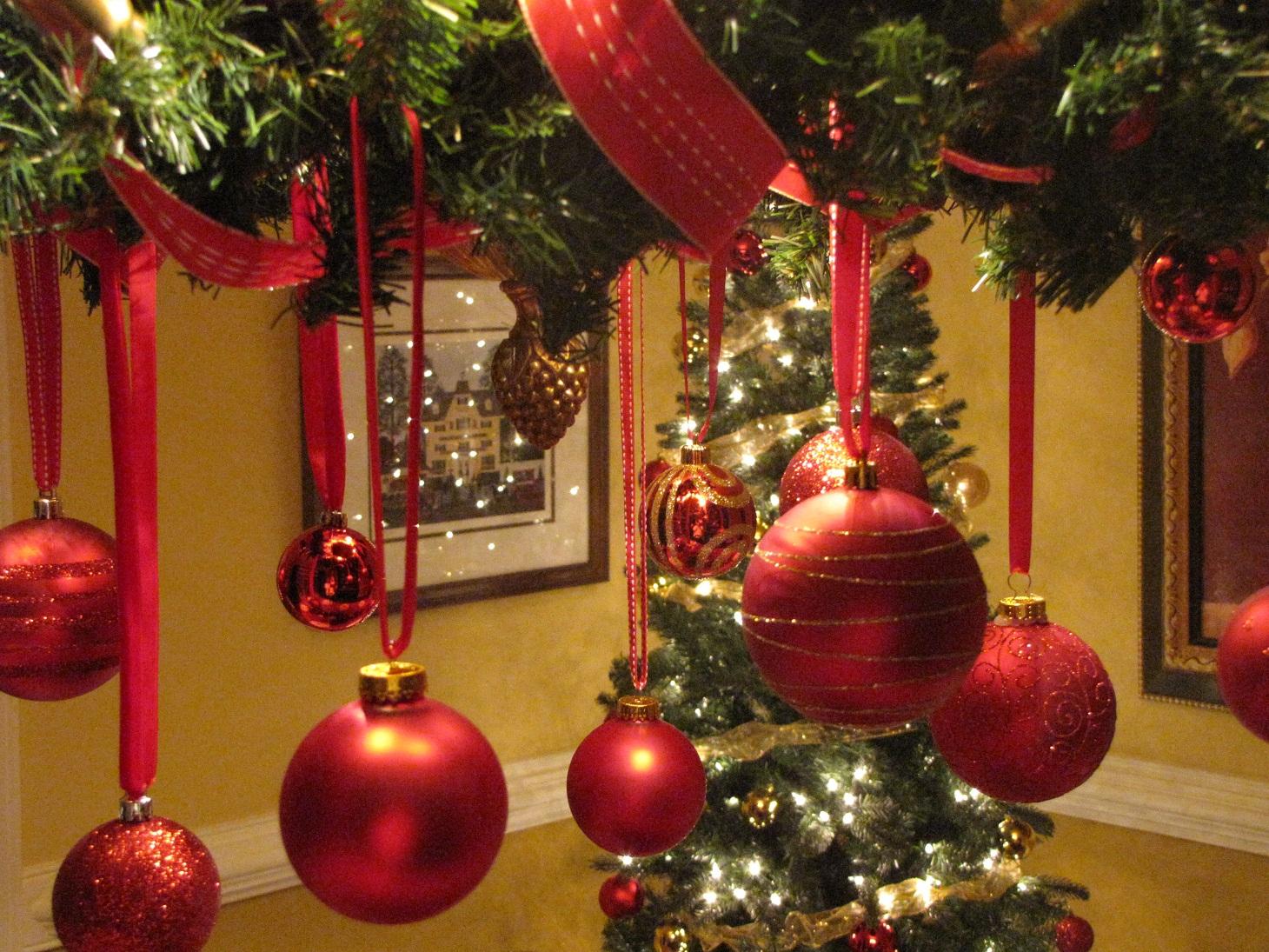 grammy quilts christmas decorating the dining room. Black Bedroom Furniture Sets. Home Design Ideas