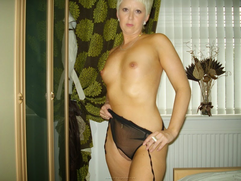 Chico California Hot Blonde Milf with small tits and short hair
