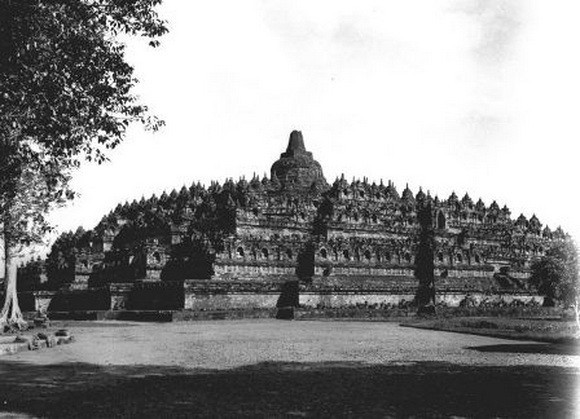 Inilah Foto Candi Borobudur Saat Pertama Kali Ditemukan